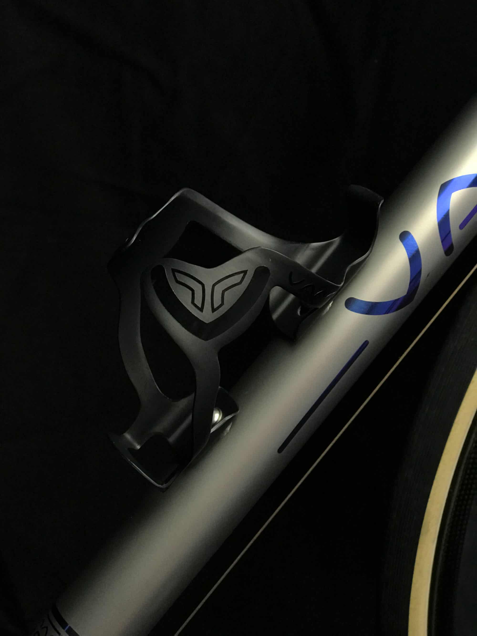 Vaaru carbon fibre bottle cage