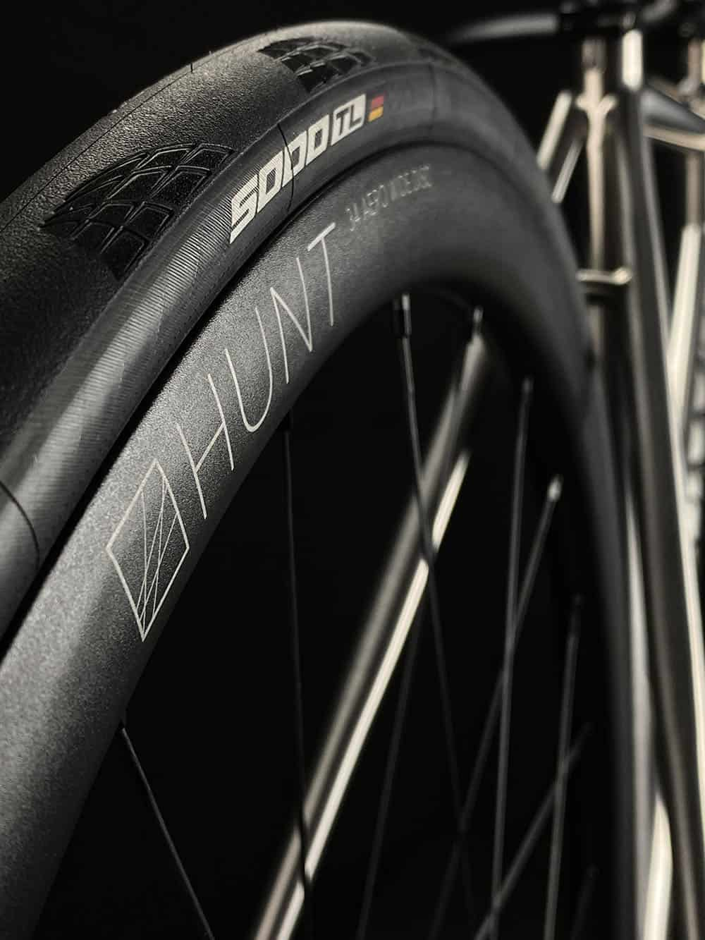 V8 Hunt wheels 5000 tyres